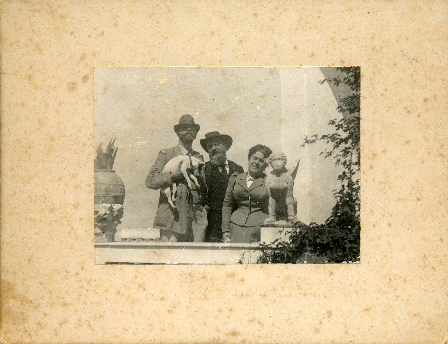 A smiling Munthe with dog and friends at Villa San Michele
